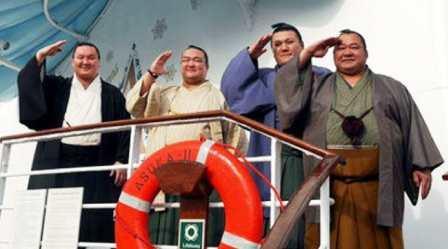 20141211 日刊 白鵬、稀勢の里ら「船上場所」盛り上げる