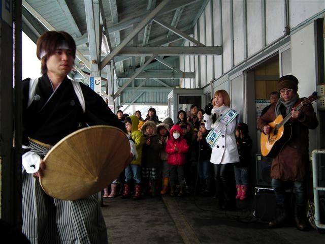 城端・氷見線ラッピング列車 (4)