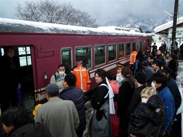 城端・氷見線ラッピング列車 (12)