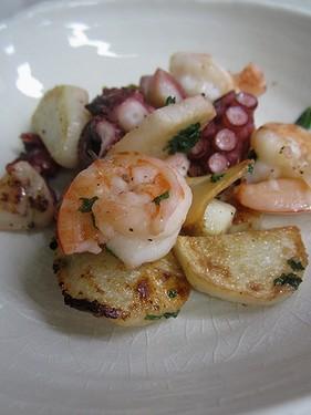 20131217海老タコと里芋のガーリックソテー