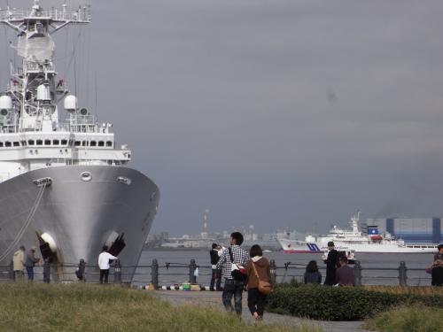 後ろ横浜カップル縮小