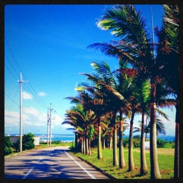 島らしい天気と空と海。