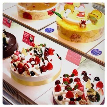 韓国ではパン屋さんでケーキを買う事が出来ます☆