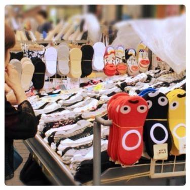 いたる所で靴下が販売されていて種類も多いです!!!