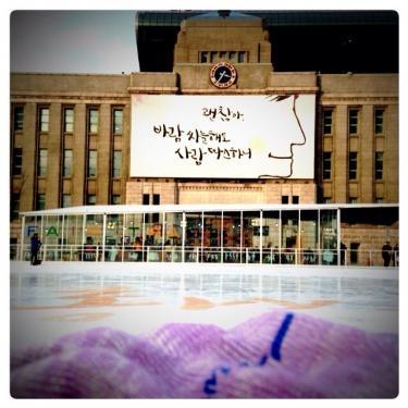 リンクは大きくないですがソウルの街中でのスケートはこの時期限定です☆