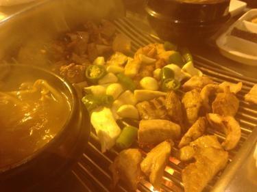 寒い中食べる肉とチゲは最高です