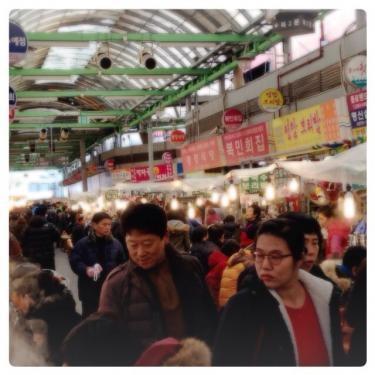 今日もクァンジャンシジャン(市場)は大賑わいでした^^