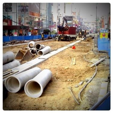 去年行われていた신촌 연세로(新村 延世路)の工事風景。