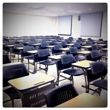 試験会場にて。