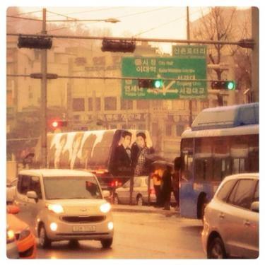 新村駅に現れた東方神起のバス。今日はおっかけました!!!笑