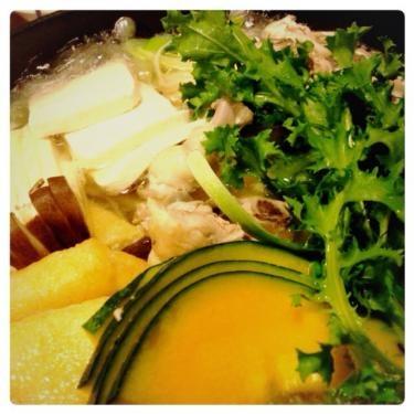 鶏しゃぶ鍋料理。野菜たっぷりでスープも美味しかったです^^