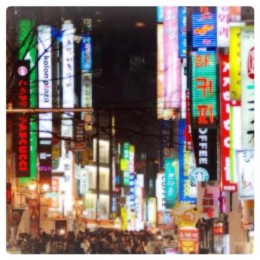街にある看板を見ながら歩くことも韓国語の勉強に^^