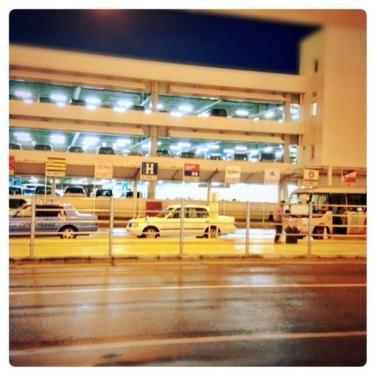 日沒の那覇空港に到着。長い移動でした