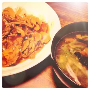 那覇最終日の晩餐は友達手作りのハヤシライスと具沢山スープを頂きました♡