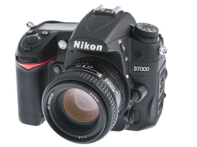 Nikon_D7000_Digital_SLR_Camera_05a.jpg