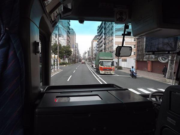 京都市内を行く