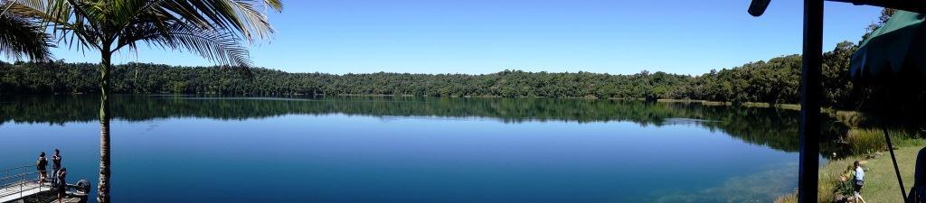 アサートン高原の湖