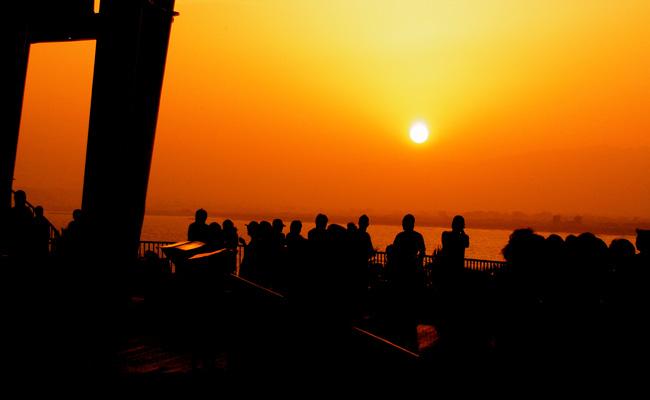 sunsetlounge02.jpg