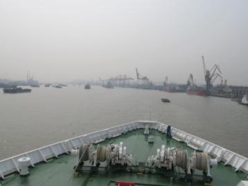 上海港に入る鑑真号