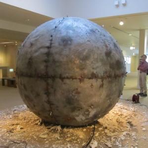 メヘリーン作品異様な球体 (2)
