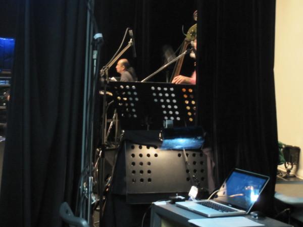舞台袖のパソコン