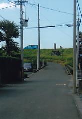 堤防と渡船場碑
