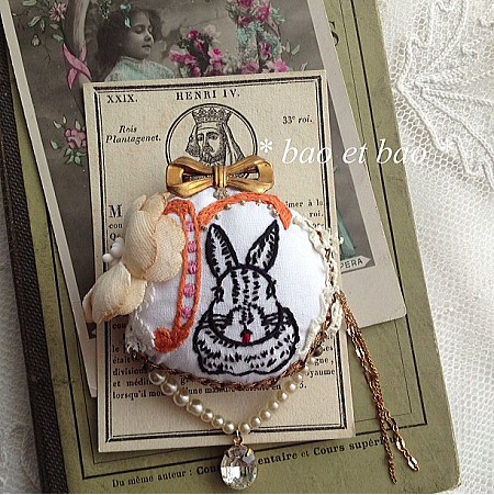 embroidery brooch rabbit