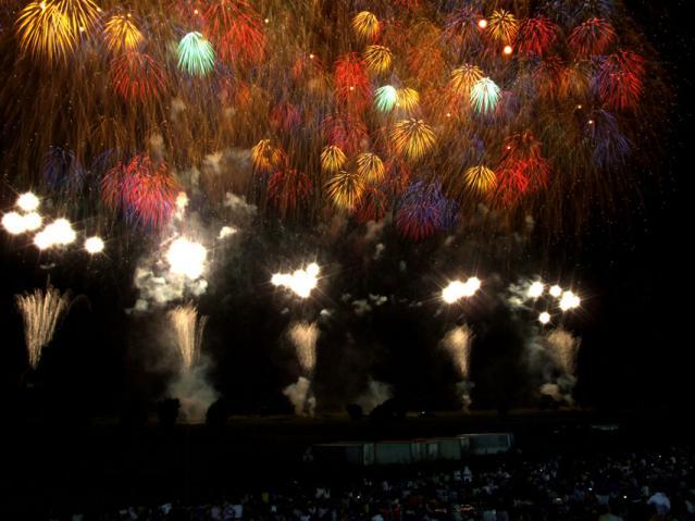 2012年 古河花火大会のワイドスターマイン(1)