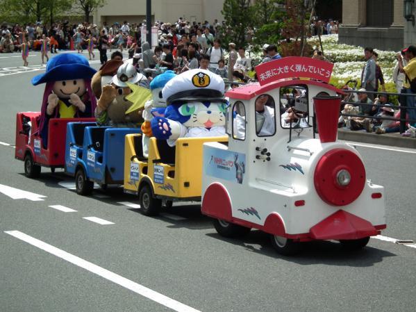 NHKの子供向け番組キャラクターが列車に乗って