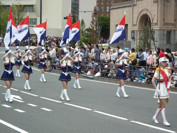 スーパーパレードの部の先頭は、毎年「神奈川県警察音楽隊」で