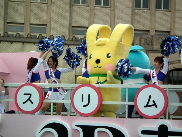 横浜市資源環境局のフロートに乗るキャラクター達