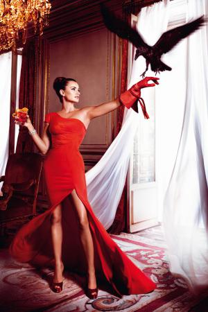 penelope_cruz_desafia_a_las_supersticiones_en_el_calendario_campari_2013_303117722_800x1200.jpg
