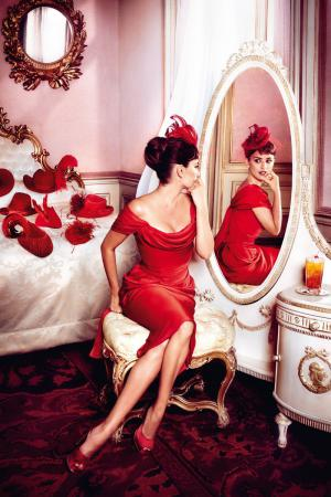 penelope_cruz_desafia_a_las_supersticiones_en_el_calendario_campari_2013_538800148_800x1200.jpg
