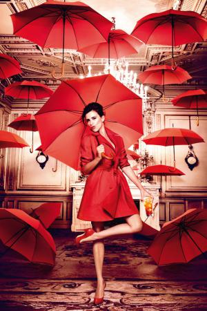 penelope_cruz_desafia_a_las_supersticiones_en_el_calendario_campari_2013_727008144_800x1200.jpg