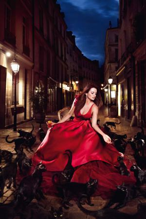 penelope_cruz_desafia_a_las_supersticiones_en_el_calendario_campari_2013_770114594_800x1200.jpg