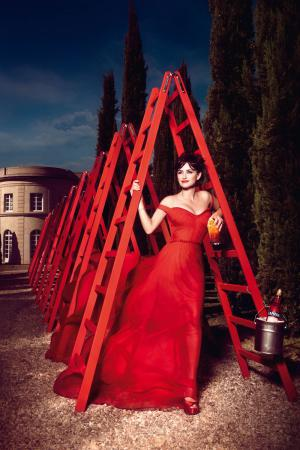 penelope_cruz_desafia_a_las_supersticiones_en_el_calendario_campari_2013_870008036_800x1200.jpg