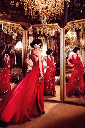 penelope_cruz_desafia_a_las_supersticiones_en_el_calendario_campari_2013_947154647_800x1200.jpg