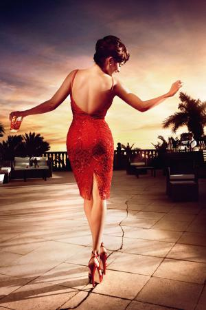 penelope_cruz_desafia_a_las_supersticiones_en_el_calendario_campari_2013_947639660_800x1200.jpg