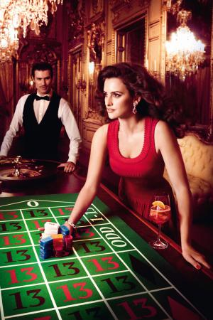 penelope_cruz_desafia_a_las_supersticiones_en_el_calendario_campari_2013_996719844_800x1200.jpg