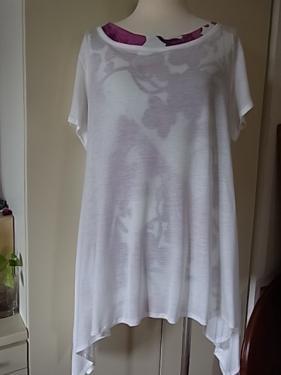 白シャツの下