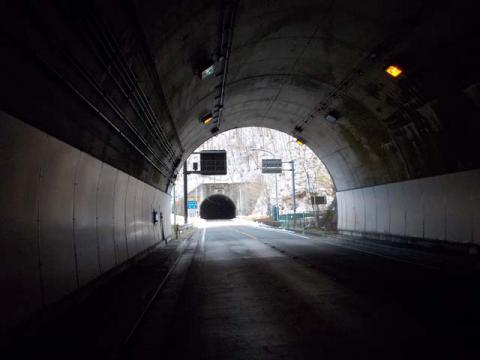012甲武トンネル03
