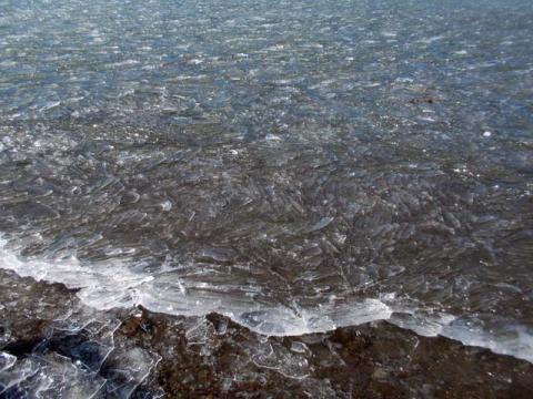 036山中湖の氷1