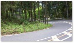 榎峠付近の坂道