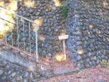 階段を上がって登山口へ