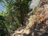 ロープの張られた岩場