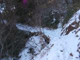 日陰に積もった雪