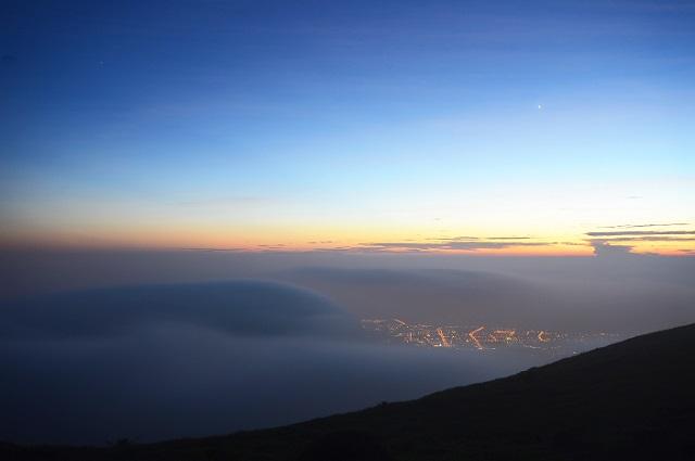 霧の彼方に日が暮れる(3)