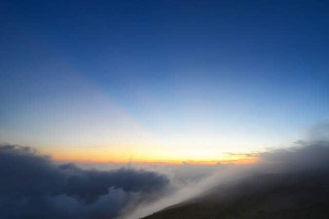霧の彼方に日が暮れる(2)