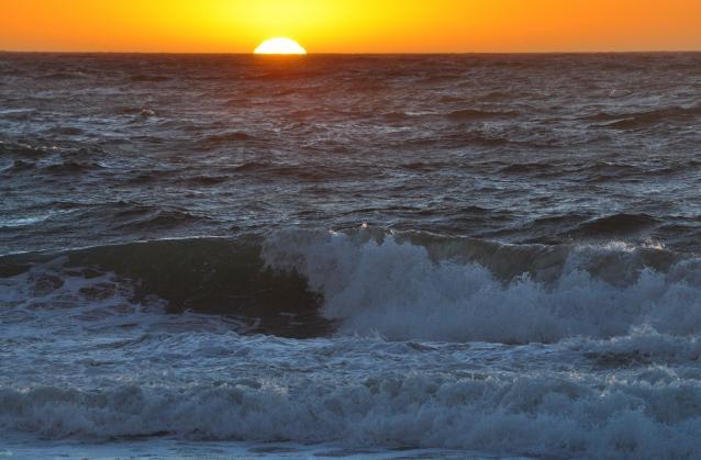 波が逆立-01