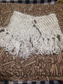 ガーター編みのミニケープ